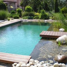 Check out tons of beautiful pond swimming pool designs to enhance the beauty of your outdoor living space. Pick the best ide and build your own pool now! Pool Spa, Swimming Pool Pond, Natural Swimming Ponds, Natural Pond, Swimming Pool Designs, Small Backyard Pools, Ponds Backyard, Outdoor Pool, Backyard Landscaping