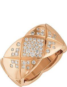CHANEL Coco Crush 18K beige gold and diamond ring. Medium version