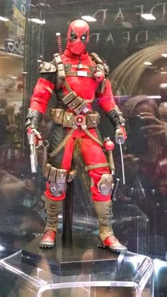 SDCC 2014: Sideshow Collectibles Deadpool Sixth Scale Figure