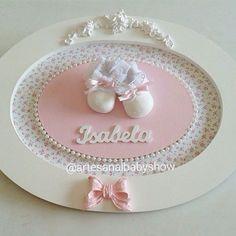 R$ 198 ☎️ (79) 9 9976 7289 • #bebes #mãedemenino #kithigiênico #decoração #infantil #portamaternidade #mãedemenina #enfeitedeporta #maternidade #princesa #príncipe #provencal #artesanalbabyshow