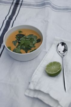 Pihkala: SOPPAPÄIVÄ | SOUP DAY Thai Red Curry, Cantaloupe, Soup, Fruit, Day, Ethnic Recipes, Soups