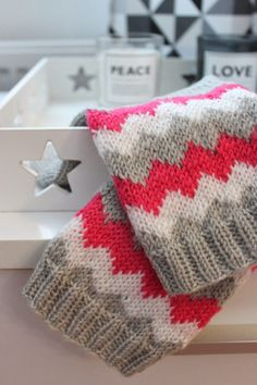Sweet things: Siksak -hulluus Crochet Socks, Knitting Socks, Diy Crochet, Knitting Charts, Free Knitting, Knitting Patterns, Fabric Yarn, Knit Wrap, Wool Socks