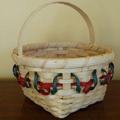 December's Free Basket Weaving Pattern ~ the Holly Berry Basket