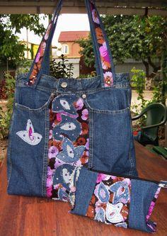 Джинсовая сумка с косметичкой в комплекте. Украшены аппликацией.