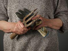 Woman Holding Gardening Gloves and Trowel Container Gardening, Gardening Tips, Gardening Books, Gardening Supplies, Organic Gardening Magazine, Hydrangea Garden, Hydrangeas, Garden Pictures, Gardening Gloves