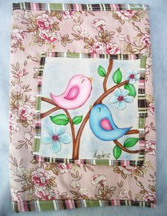 Capa para caderno pintado a mão, confeccionado em tecido de algodão e tecido de jeans.