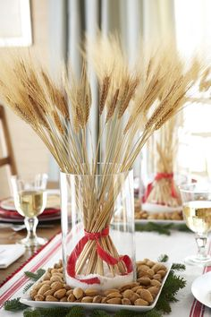 Be inspired by things around you to make these beautiful Thanksgiving centerpieces with these easy table decoration ideas, since your holiday table just isn't complete without a lovely Thanksgiving DIY focal point. Norwegian Christmas, Nordic Christmas, Noel Christmas, Rustic Christmas, Simple Christmas, Beautiful Christmas, Christmas Crafts, Natural Christmas, Christmas Ideas