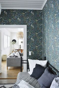 dekor tapéta Twin Bed Furniture, Furniture Sets, Box Bedroom, Bedroom Decor, Powder Room Wallpaper, Ikea, Build A Closet, Hospitality Design, New Homes