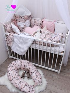Nádherná sada pro holčičku! Použité látky: prémiová bavlna Květy starorůžové, bavlna bílá /starorůžová, minky bílá... • baldachýn • hnízdečko pro miminko • zavinovačka • polštářkový mantinel • univerzální dečka • dekorační polštářky • těhotenský a kojicí polštář #byluci #handmadebyluci #ceskavyroba #ceskafirma #miminko #miminka #detskapostylka #promiminko #tehotenstvi #kojeni #vyrobenovcesku #nazakazku #zakazkovesiti #zakazkovavyroba #namiru #latkyluci #darujemeceskevanoce