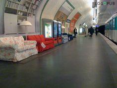 Attendez votre métro dans un canapé #IKEA #design #paris #deco