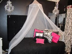 bling decor ideas Teen Bling: Hollywood Glam Bedroom For The Girly Girl With Style . Glam Bedroom, Bedroom Decor, Bedroom Ideas, Bed Ideas, Bedroom Colors, Awesome Bedrooms, Cool Rooms, Cute Room Ideas, Ideas Hogar