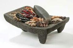 METATE:Instrumento para moler granos y especias , se caracterizan por estar echos de piedra volcánica.