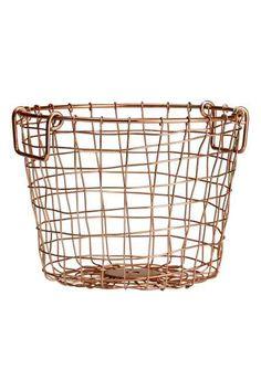 Grand panier en fil métallique: Panier en fil métallique avec deux poignées en haut. Hauteur 25 cm, diamètre 28 cm.