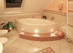háztervek, lakberendezés Badezimmer : Mediterrane Badezimmer von Fliesen Hiersemann