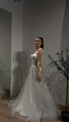 Delicate Wedding Dress, Fancy Wedding Dresses, Gorgeous Wedding Dress, Wedding Dress Styles, Bridal Dresses, Beautiful Dresses, Wedding Gowns, Bridesmaid Dresses, Prom Dresses