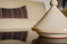 Une décoration raffinée. Riad Fes, Le Riad, Decoration, Moroccan, Coffee Maker, Kitchen Appliances, Culture, Morocco, Decor