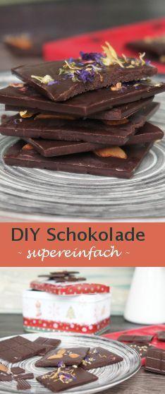 Dunkle Schokolade einfach selbst machen - die vegane Schokolade ist ein tolles Weihnachtsgeschenk und eignet sich auch zum Backen bzw. als Kuchenglasur ♥ Zum Rezept: http://www.nicole-just.de/4500-vegane-schokolade-selber-machen-rezept-ohne-zucker.html