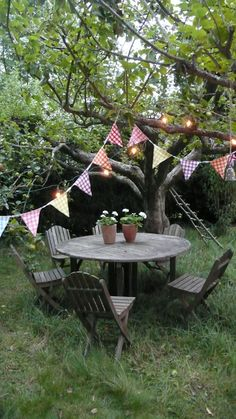 Bunting outdoor setting.