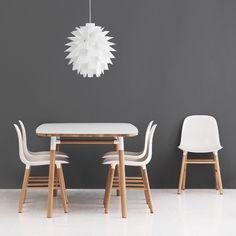 Nieuw bij Normann Copenhagen, deze Form Chairs. Hoe mooi kan een stoel zijn!