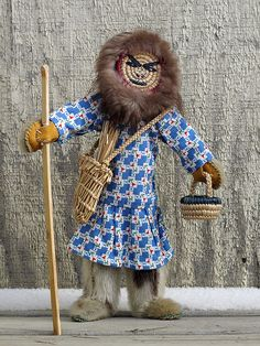 Yupik Doll by Artist Betty Atchak, Chevak: Granddaughter of artist Natalia Smith (1917-2006) of Hooper Bay.  http://www.alaskanative.net/en/main_nav/education/culture_alaska/yupik/
