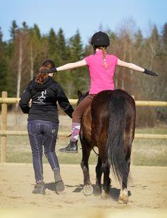 Hevostoiminta Laukki tuo hevosen ja talliyhteisön kuntouttavat ominaisuudet kaikkien ulottuville. Tavoitteena on, että hevostallilla hankittu hyvinvointi auttaa selviytymään arjen kolhuista ja kompastuskivistä.