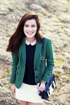 Preppy with tweed and a satchel. Adore the vibrant blue and green colours in the satchel. Classy Girls Wear Pearls