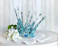 Frozen Birthday Party, 2nd Birthday, Birthday Parties, Wire Crown, Make A Crown, Diy Fashion Hacks, Headpiece Wedding, Tiaras And Crowns, Wedding Hair Accessories