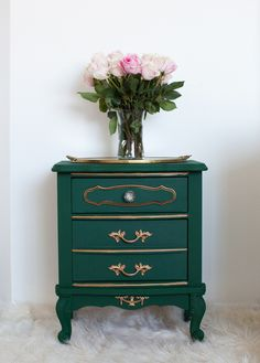 Table Makeover with Amsterdam Green Chalk Paint® by Annie Sloan | Project by Melodrama