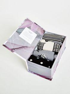 http://www.greenbutik.cz/wp-content/uploads/2017/10/sbw3414-dutch-houses-bamboo-socks-gift-box-open-416x555.jpg