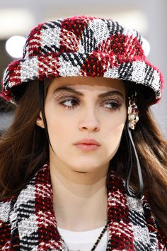 Pin for Later: Breathtaking Beauty Looks From Paris Fashion Week Chanel Fall 2016 Fall Fashion 2016, Fashion Show, Paris Fashion, High Fashion, Women's Fashion, Camille Hurel, Paris Model, Mode Chanel, Chanel Paris