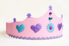 Our princess crown templates are inspired by the characters from the movie Frozen. Make lovely Princess Elsa or Princess Anna crowns out of paper or craft foam in just a few easy steps. Bear Crafts, Bunny Crafts, Fun Crafts For Kids, Toddler Crafts, Princess Crown Crafts, Princess Crowns, Ballet Crafts, Couronne Diy, King And Queen Crowns