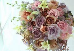 ブーケ ラウンド 紅茶色のバラとアールグレイ : 一会 ウエディングの花