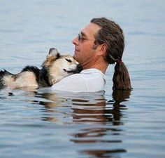 This guy takes his 19 yr old dog swimming every night to alleviate the dogs arthritis pain. Unconditional love!