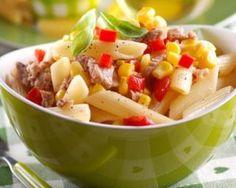 Salade de pâtes au thon, tomate et maïs en boîte