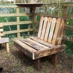 Hello we are ketem studio and we designed our studio yard using pallets. More information: ketem studio website ! Submitted by: ketem studio ! 1001 Pallets, Recycled Pallets, Recycled Wood, Wood Pallets, Pallet Barn, Pallet Crates, Pallet Chair, Pallet Benches, Diy Pallet Projects