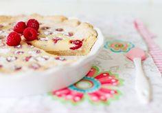 Raspberry cake with white chocolate   Ingredients: Dough: 100 g flour 100g ground almonds....