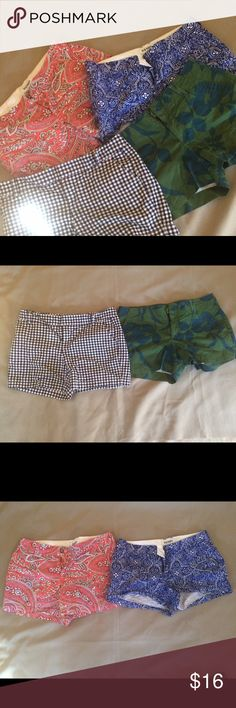 """Bundle of women's shorts, sz 6/8 3 Old Navy shirts, never worn sz 6, bright prints, 13.5"""" long. Black and white gingham shorts size 8, brand is Caslon, 14"""" long, worn a few times. All in great condition. Smoke free home. Old Navy and Caslon Shorts"""