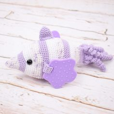 The lovely sensory fish Jelly is a fabulous little friend for toddlers. Jelly has teething rings as fins , tail curls which can be caressed, and a rattle ball that makes sounds when it is moved around. Crochet Fish, Fish Patterns, Free Food, Jelly, Dinosaur Stuffed Animal, Crafts, Animals, Amigurumi, Manualidades