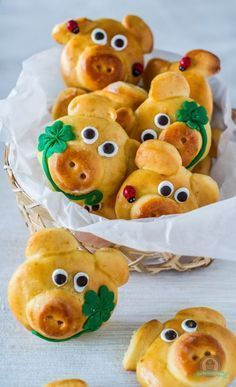 Lucky Pig - The Kitchen Whisper - funny food – creative food prepared for young and old funny food – creative food prepared for y - Party Finger Foods, Snacks Für Party, Pig Cookies, Gateaux Cake, Party Buffet, Food Humor, Cooking With Kids, Creative Food, Food Design