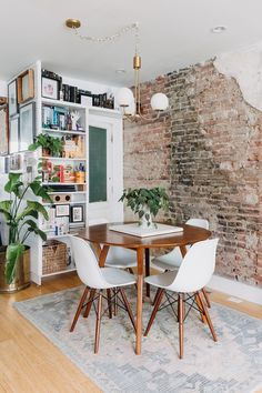 Simple Living Room, Home Living Room, Living Room Decor, Living Spaces, Dining Room, Living Room Brick Wall, Small Living, Urban Outfitters Home, Living Room Trends