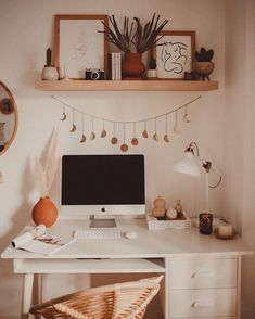 home decor cozy Veronica Noora su Insta - Study Room Decor, Cute Room Decor, Room Ideas Bedroom, Bedroom Decor, Bedroom Inspo, Home Office Decor, Home Decor, Decor Diy, Aesthetic Room Decor