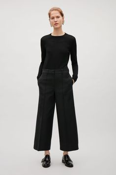 These cropped trousers are made from cotton with a subtle texture. A wide-leg fit and style, they have sharp, stitched press folds, in-seam pockets and a classic front zip and hook fastening.