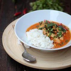 Gyors vacsik másnap ebédre: ezeket főzd a családnak este, hogy másnapra is maradjon | Nosalty Thai Red Curry, Chili, Grains, Lime, Ethnic Recipes, Food, Cilantro, Red Peppers, Limes