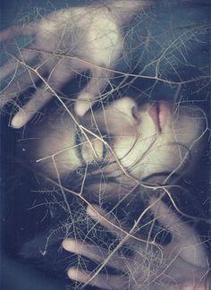 ''-Masumiyetime dokunmayın.. Düşlerimi,umudumu,yaşama sevincimi çalıp.. Onurumu talan etmeyin.. ! '' SESSİZ ÇIĞLIKLARLA HAYKIRAN KADIN YÜREĞİ. &&& '' I -Table and oppressed, do not touch me .. My dream, hope, life steal my joy .. Do not plunder my honor ..! '' With SILENT CRY BEATING WOMEN Shouts.