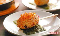 醬漬鮭卵飯團/2顆 加99元主食升級菜色 表面烤得微焦,好吃又有飽足感。