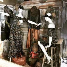 Merch in Shop Molly Bracken Fall Winter 2017 aux couleurs automnales #mollybracken #oro #gold #fashion #perfecto