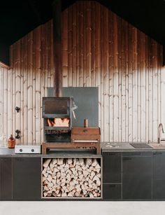 Aleksi Hautamäki and Milla Selkimäki of Bond Creative Agency, has recently completed a modern summer cabin located in the Finnish Archipelago. Contemporary Cabin, Kitchen Contemporary, Timber Cabin, Timber House, Cabin In The Woods, Inspiration Design, Timber Cladding, Wooden Cabins, Wood Patio