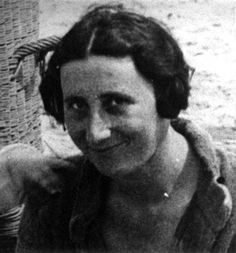 Edith Frank, mother of Margot and Anne Frank, at Zandvoort beach in The Netherlands, Anne Frank, Persecution, First Girl, Ww2, Netherlands, Group, Beach, Historia, Antique Pictures