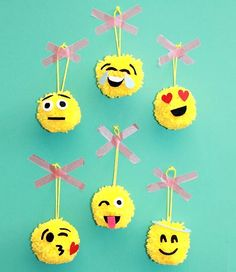How to Make Easy Emoji Ornaments for Christmas DIY Emoji Christmas Ornaments<br> These emoji ornaments are totally fun and a cinch to make! What's great about this project is that I recently found a new simple way to make yarn pom poms. Kids Crafts, Hat Crafts, Pom Pom Crafts, Crafts For Girls, Easy Diy Crafts, Craft Projects, Preschool Crafts, Emoji Christmas, Diy Christmas Ornaments