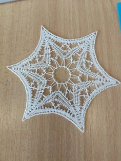 Needle Lace, Bobbin Lace, Lace Heart, Theme Noel, Lace Jewelry, Lace Making, Lace Detail, Knit Crochet, Projects To Try